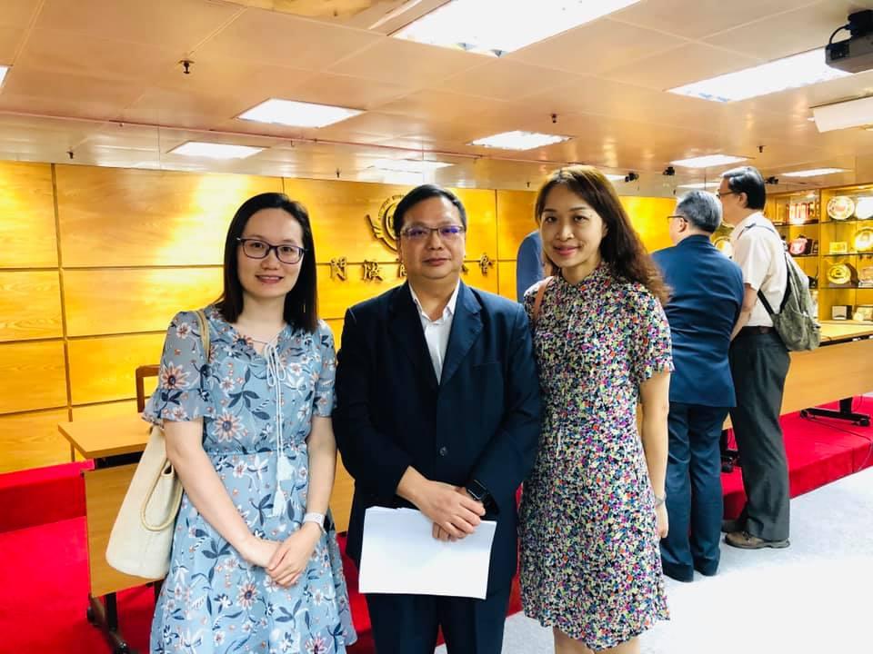 選舉委員會委員陳思恆小姐和本會理事長程美珍小姐