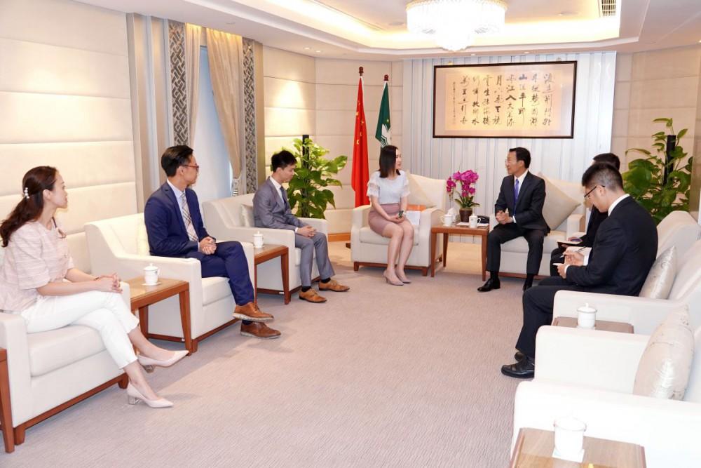 訪社會文化司司長獲得司長譚俊榮在政府總部熱情接待,陪同司長會面的還包括顧問林曉白及周江明